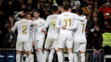 Varios jugadores del Real Madrid celebrando un gol ante la Real Sociedad