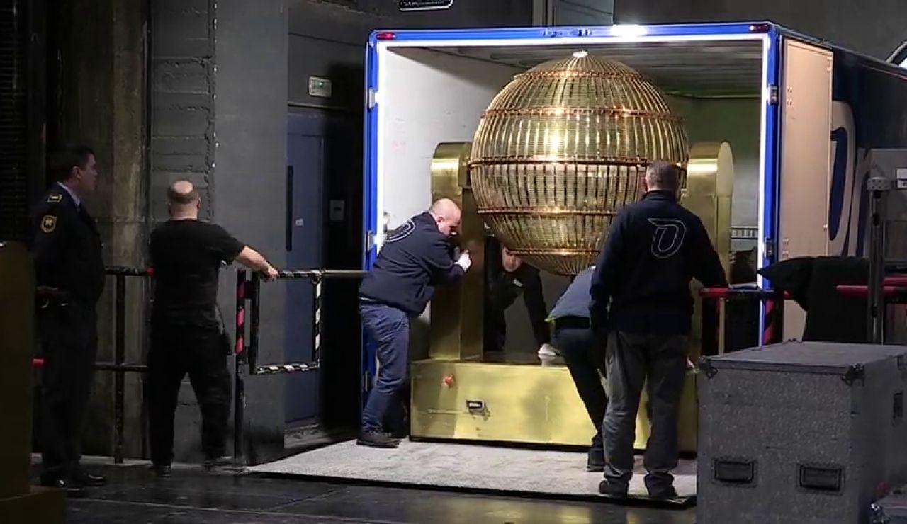 Los bombos de la Lotería de Navidad ya están en el Teatro Real