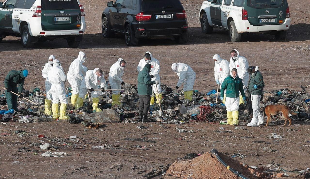 Alrededor de 30 guardias buscan con perros el cuerpo de Marta en el vertedero