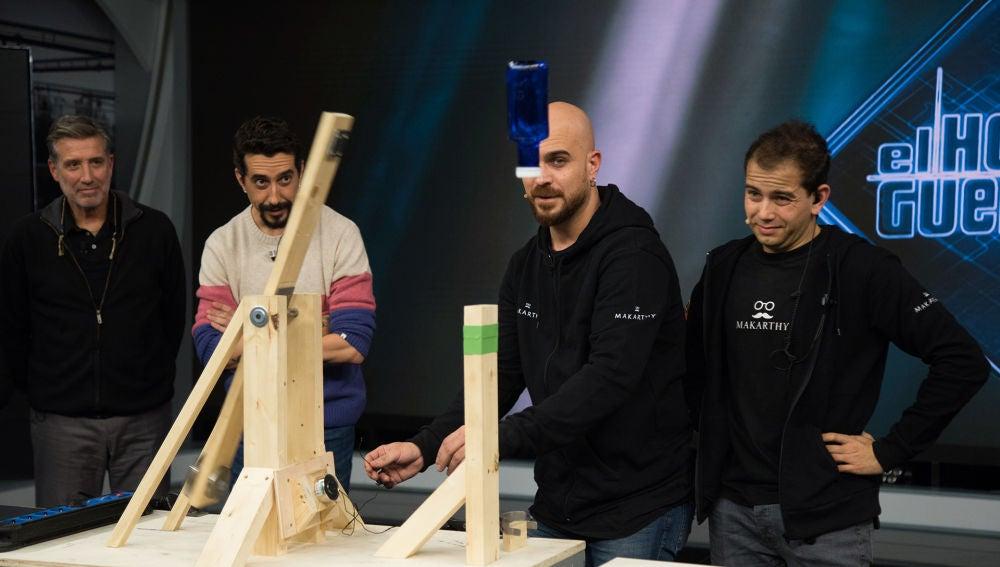 El equipo de ciencia de 'El Hormiguero 3.0' pone a prueba el 'botelleitor plus'
