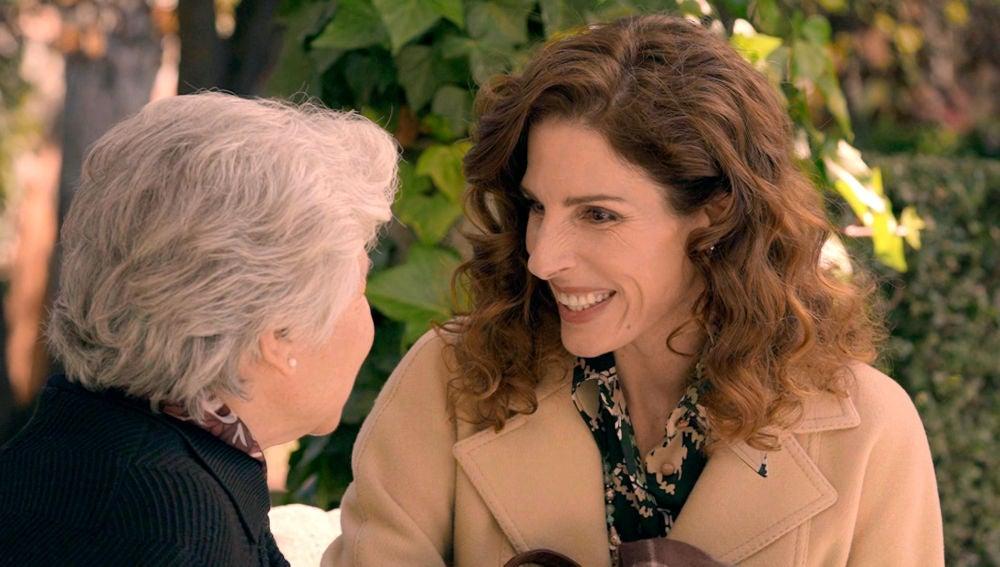Julia tiene su ansiado encuentro con Clotilde