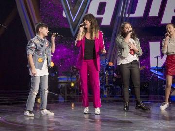 La emotiva actuación de Vanesa Martín con sus semifinalistas en 'La Voz Kids' interpretando 'Hablarán de ti y de mi'