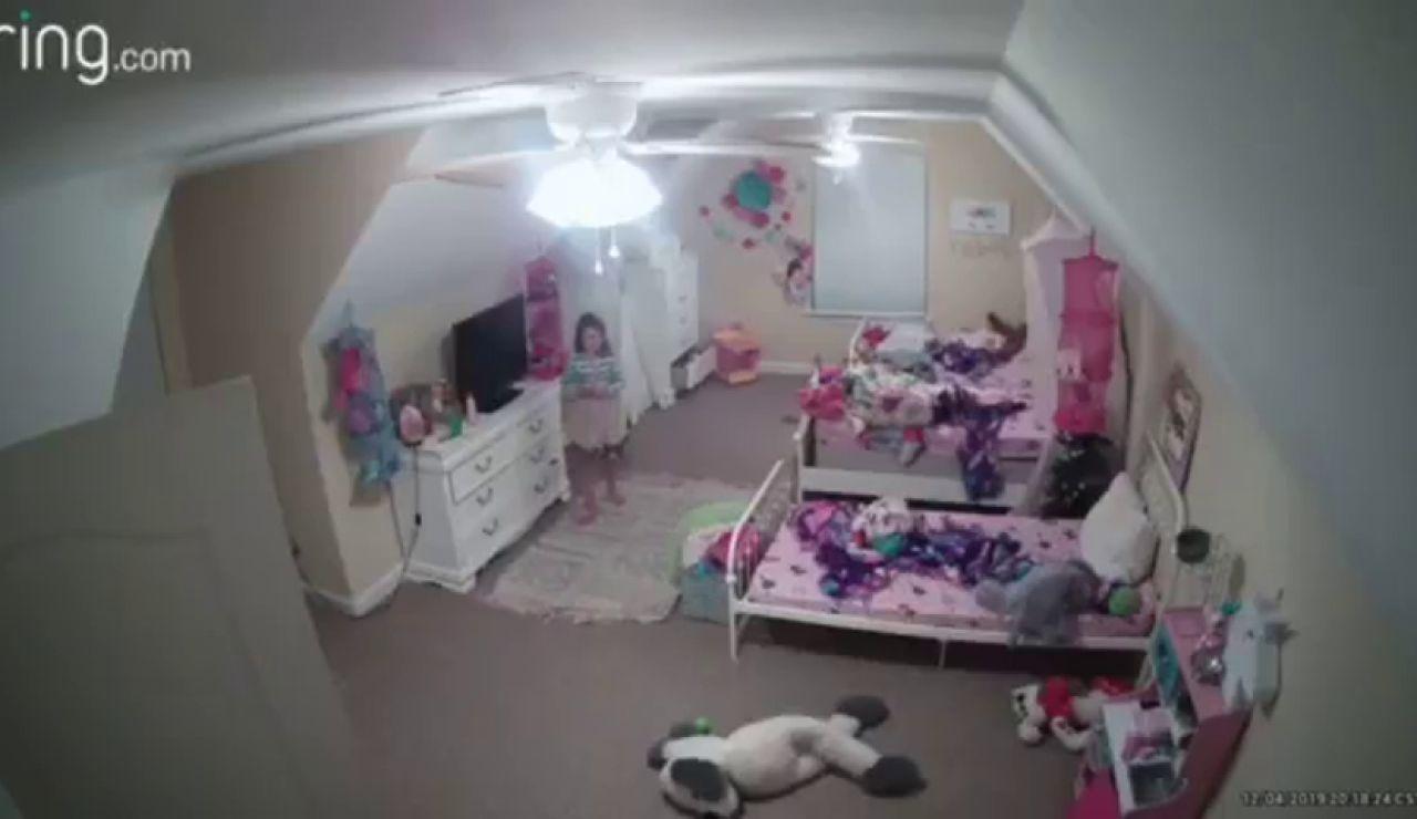 """Un """"hacker"""" piratea una cámara en la habitación de una niña de 8 años y habla con ella: """"Soy tu mejor amigo, soy Santa Claus"""""""