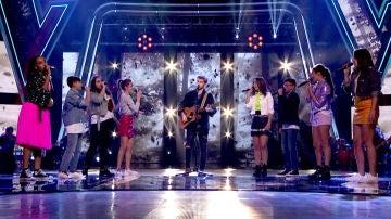 La actuación espectacular de Dani Fernández con los semifinalistas de David Bisbal y Vanesa Martín cantando el éxito 'Te esperaré toda la vida' en 'La Voz Kids'