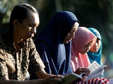 El homenaje que rinden Indonesia, Tailandia e India a los más de 230.000 muertos que dejó el tsunami hace 15 años