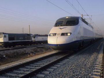 Seis empresas compiten para poner en marcha los nuevos AVE que circularán en 2020. Foto Renfe_643x397