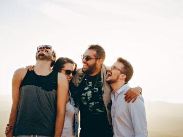 Un grupo de amigos se divierte