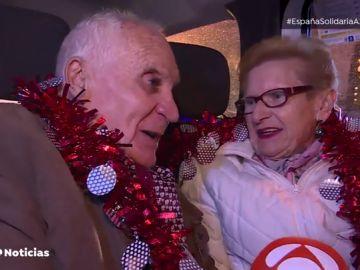 Taxi Luz, la iniciativa solidaria que acerca la Navidad a las personas mayores