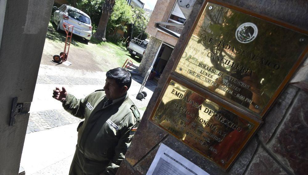 """A3 Noticias Fin de Semana (28-12-19) España investiga los """"atropellos"""" a la soberanía denunciados por Bolivia durante una visita diplomática a la Embajada de México"""