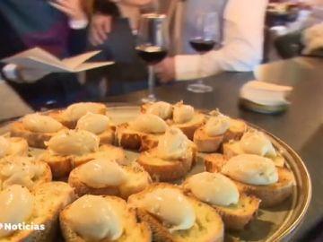 Los españoles gastamos 800 euros al año en comer o cenar fuera de casa