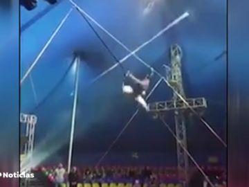 Un funambulista ruso sin arnés se cae en mitad de una actuación