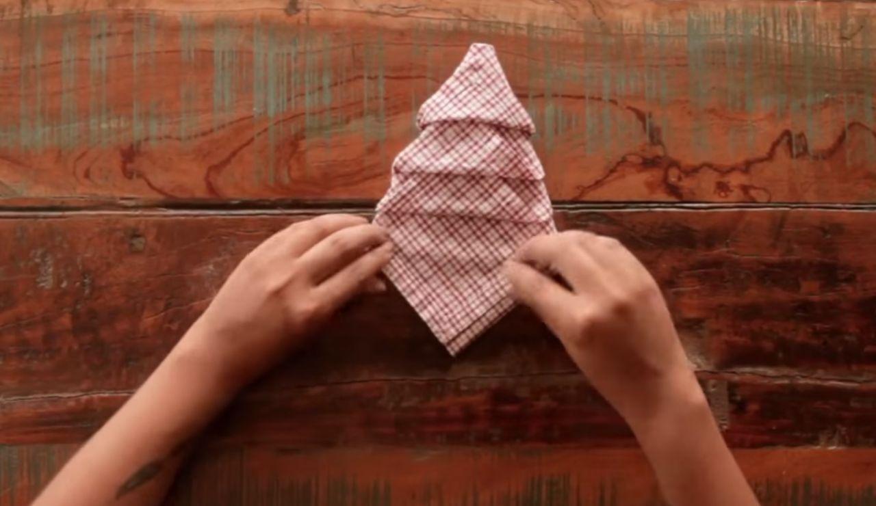 Cómo doblar las servilletas para la cena de Nochevieja 2019, paso a paso