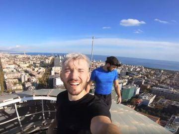Los dos youtubers en la cima de la torre