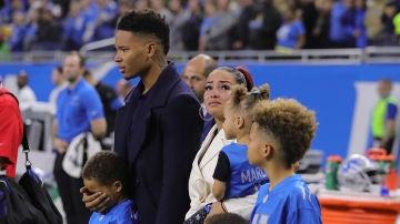 Marvin Jones Jr junto a su familia durante la despedida de su hijo Marlo