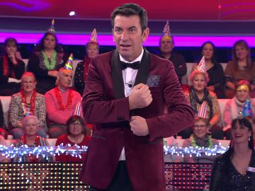 Arturo Valls aprende en '¡Ahora caigo!' a felicitar la Navidad en lengua de signos