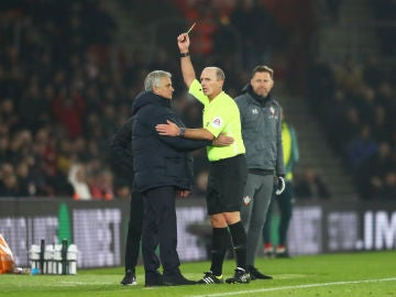 Tarjeta amarilla para Jose Mourinho