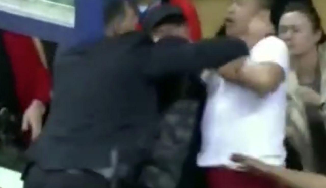 La agresión de un entrenador a un aficionado