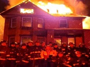 Imagen polémica de los bomberos