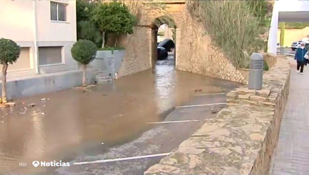 La rotura de una cañería en Tarragona provoca graves inundaciones en l'Ampolla