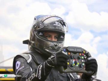 Aseel Al-Hamad a los mandos de un Fórmula Uno