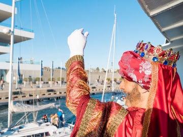Los Reyes Magos durante su llegada  el pasado año al Puerto de València.