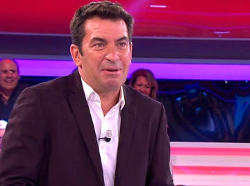 Arturo Valls vive un 'accidentado' momento en directo en '¡Ahora caigo!'