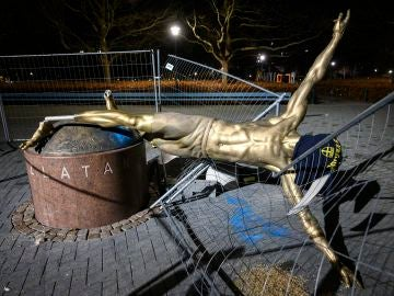 Derriban la estatua de Ibrahimovic