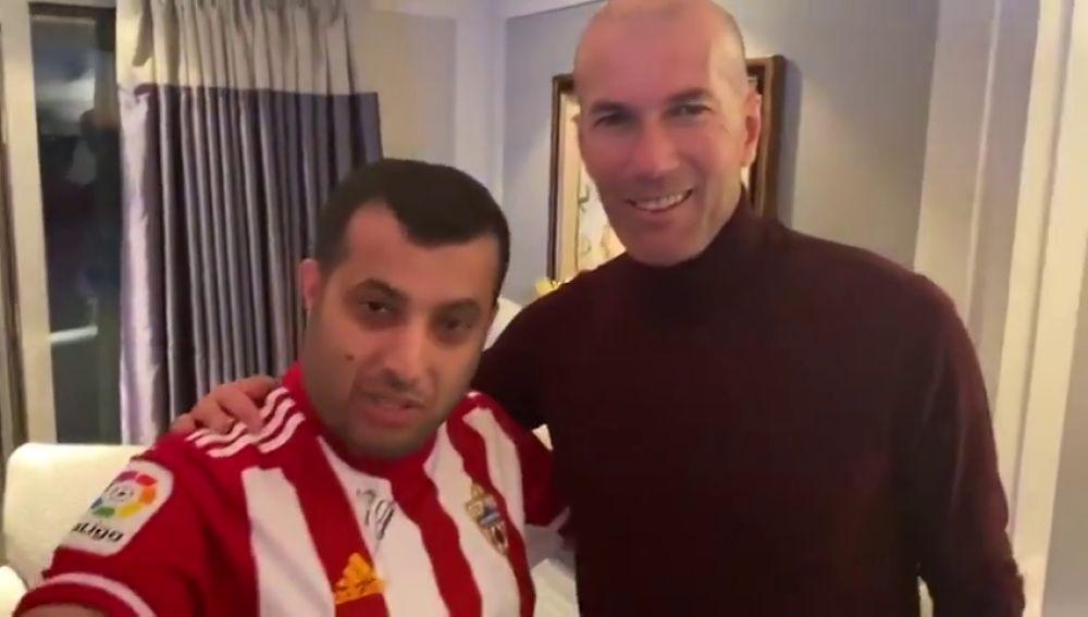 El jeque del Almería da a Zidane un cabezazo a lo Materazzi