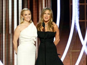Reese Witherspoon y Jennifer Aniston en los Globos de Oro