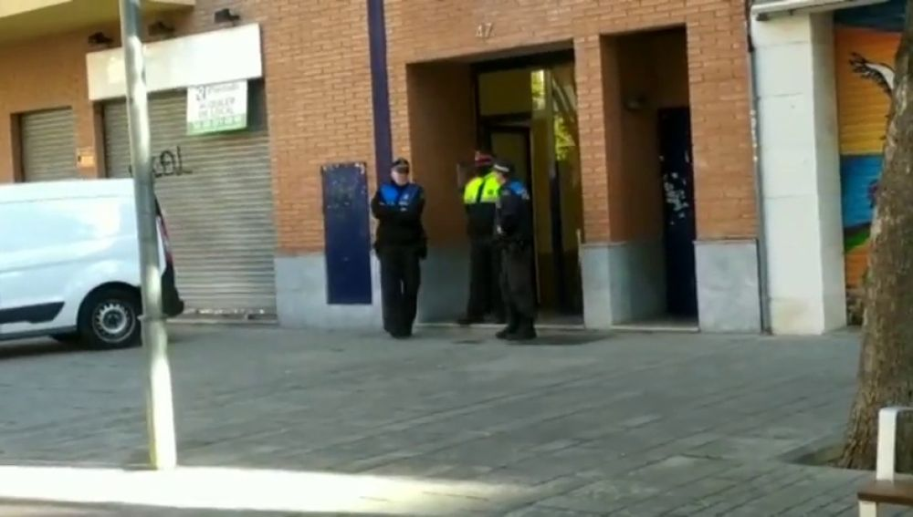 Detenido un hombre por matar a su mujer y a su hija en su casa de Esplugues (Barcelona)