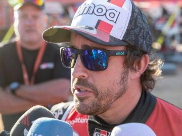 Fernando Alonso atiende a los medios en Arabia Saudí