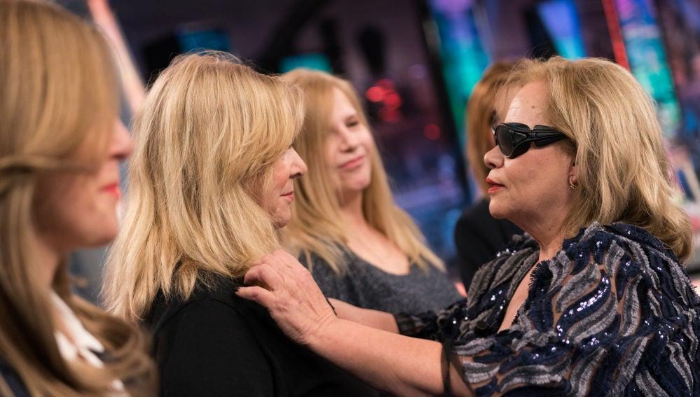 Carmina Barrios se enfrenta al reto de reconocer a su mejor amiga con los ojos cerrados