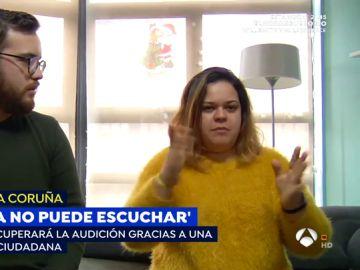La emoción de los padres de una niña sorda que podrá recuperar sus implantes por las donaciones