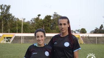 Las futbolistas Ludmila Angeli y Mara Gómez
