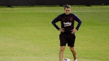 Ernesto Valverde, en el entrenamiento del Barcelona en Yeda