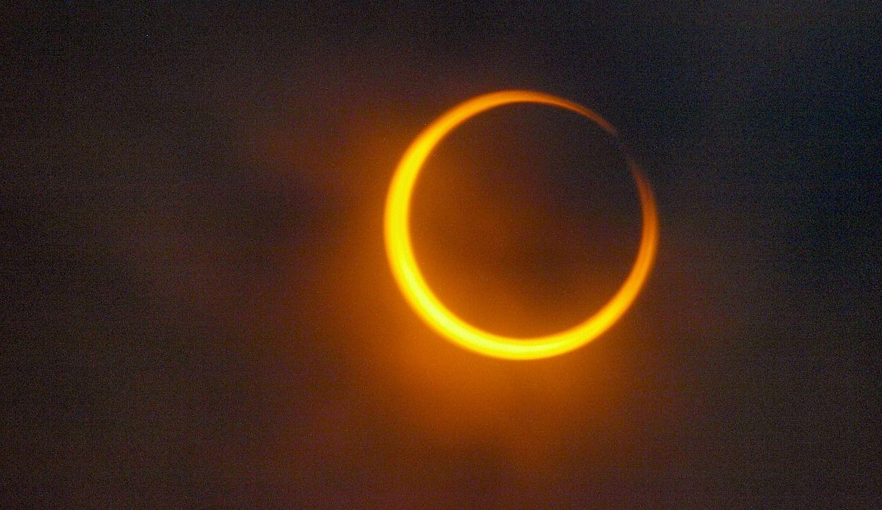 Eclipse solar anular (archivo)