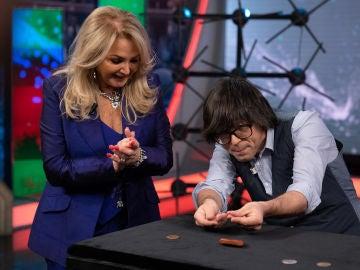 El truco de magia con el que Luis Piedrahita consigue sorprender a Bonnie Tyler en 'El Hormiguero 3.0'