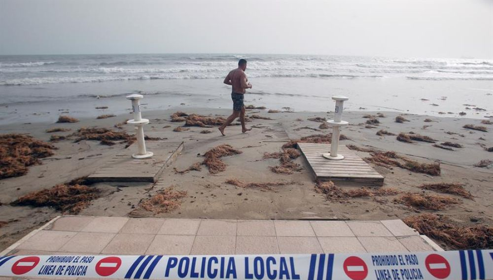 Destrozos en la playa de Benidorm