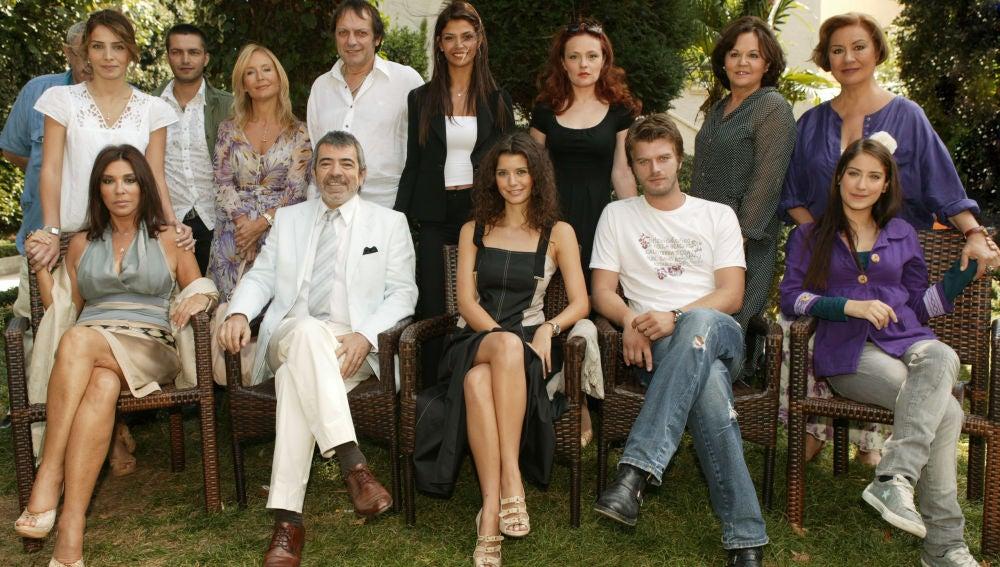 El reparto de la telenovela turca 'Amor Prohibido'