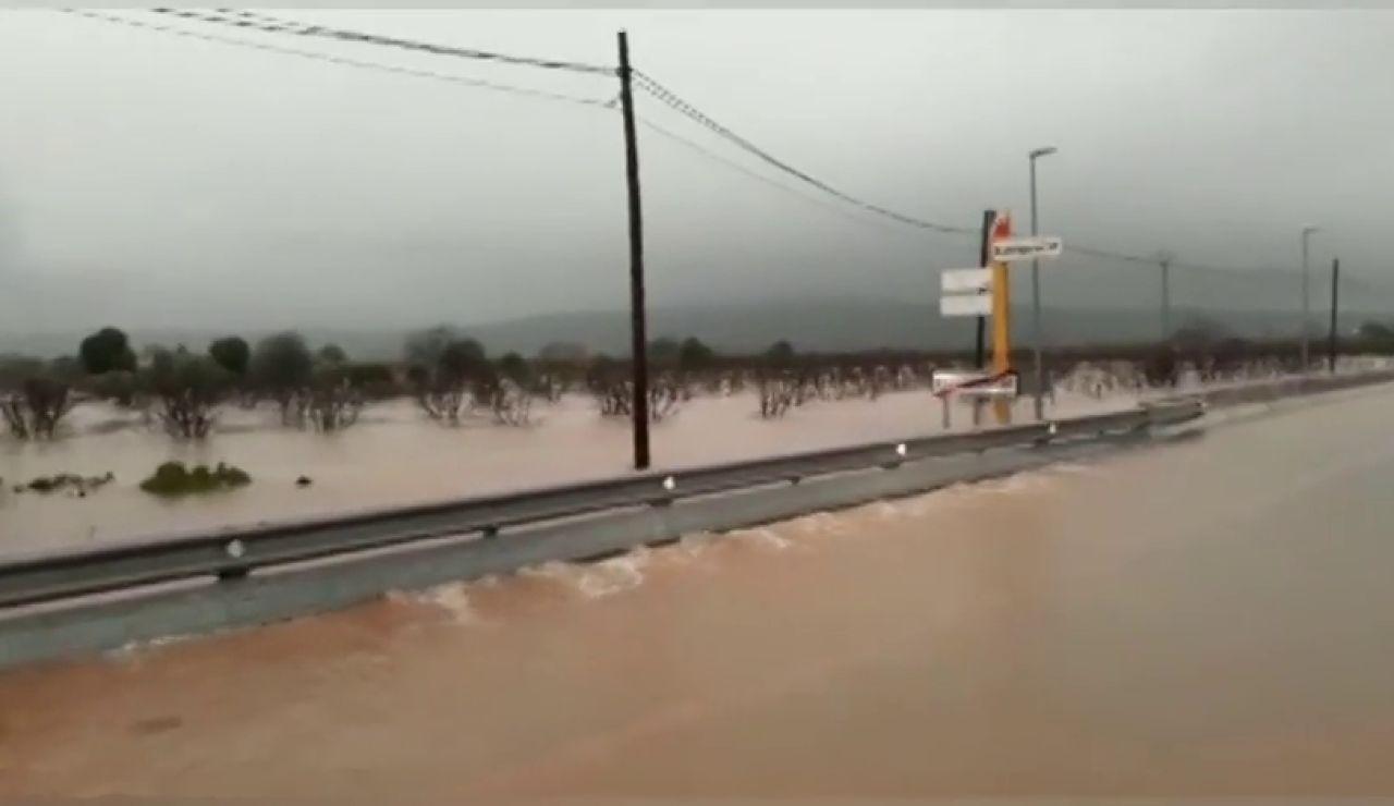 Los ríos se desbordan en Valencia y Alzira alerta del riesgo de inundación en el casco urbano