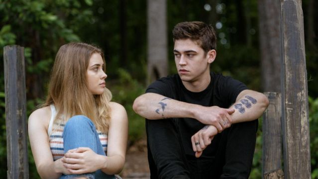 Josephine Langford y Hero Fiennes en 'After'