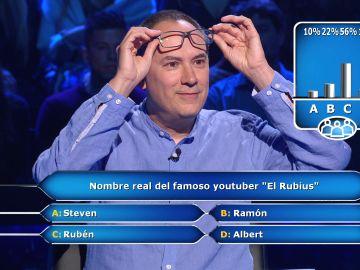 El público de '¿Quién quiere ser millonario?' acude al rescate de Erundino ante sus dudas sobre 'El Rubius'