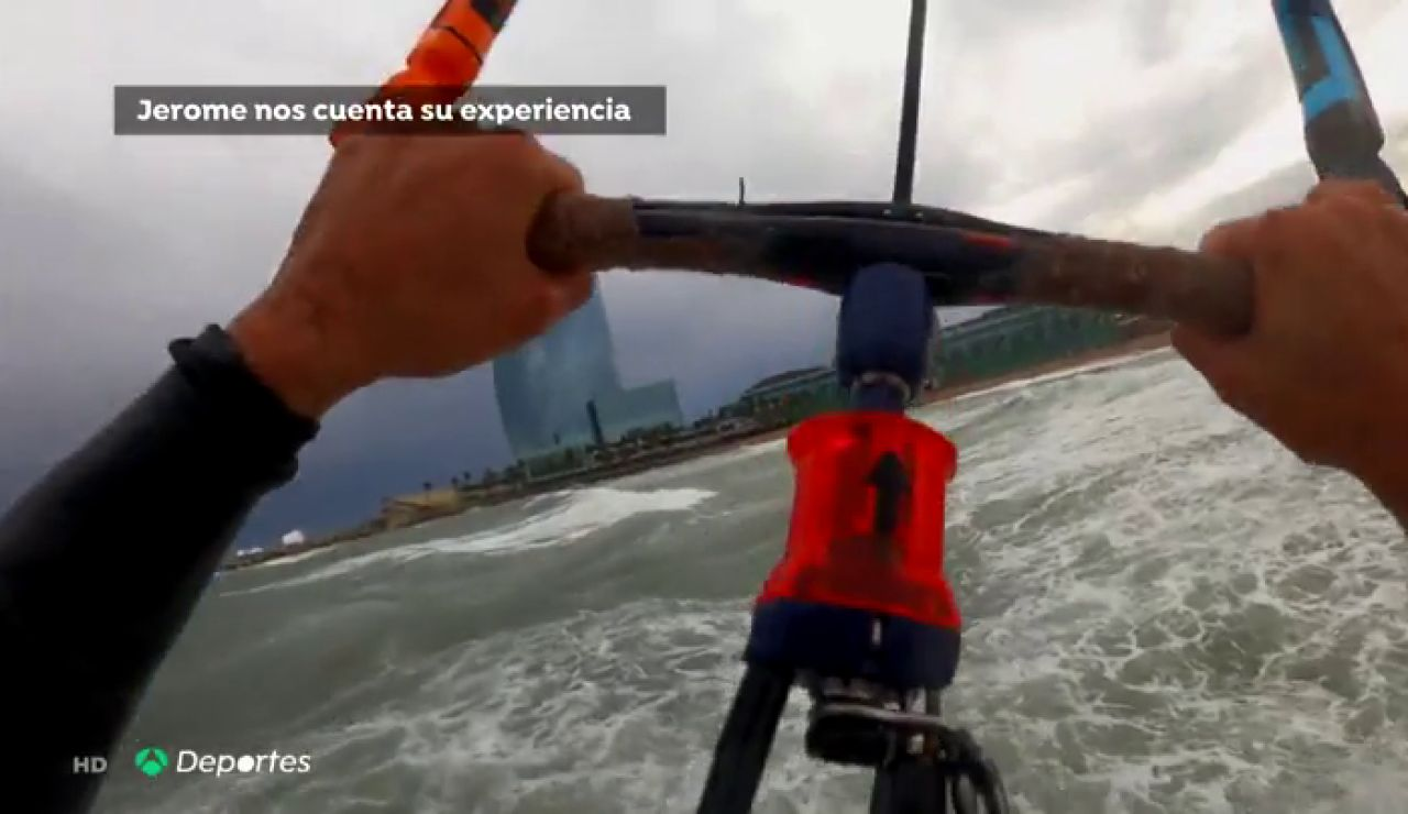 Dos kitesurfistas desafían a la borrasca 'Gloria' en la playa de la Barceloneta