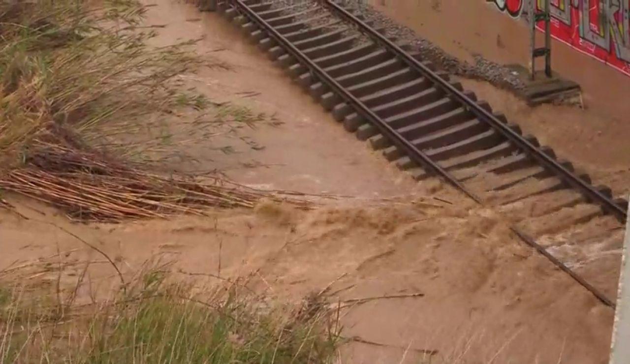 Las inundaciones cortan la vía férrea en gran parte de Cataluña