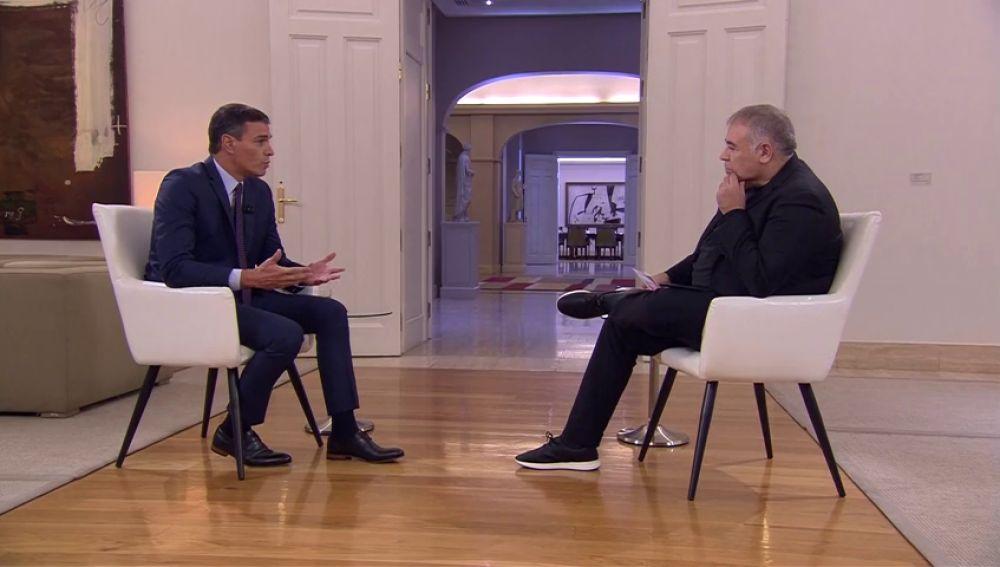 La Junta Electoral estudia poner una multa de 3.000 euros a Pedro Sánchez por hacer una entrevista en Moncloa durante la campaña electoral