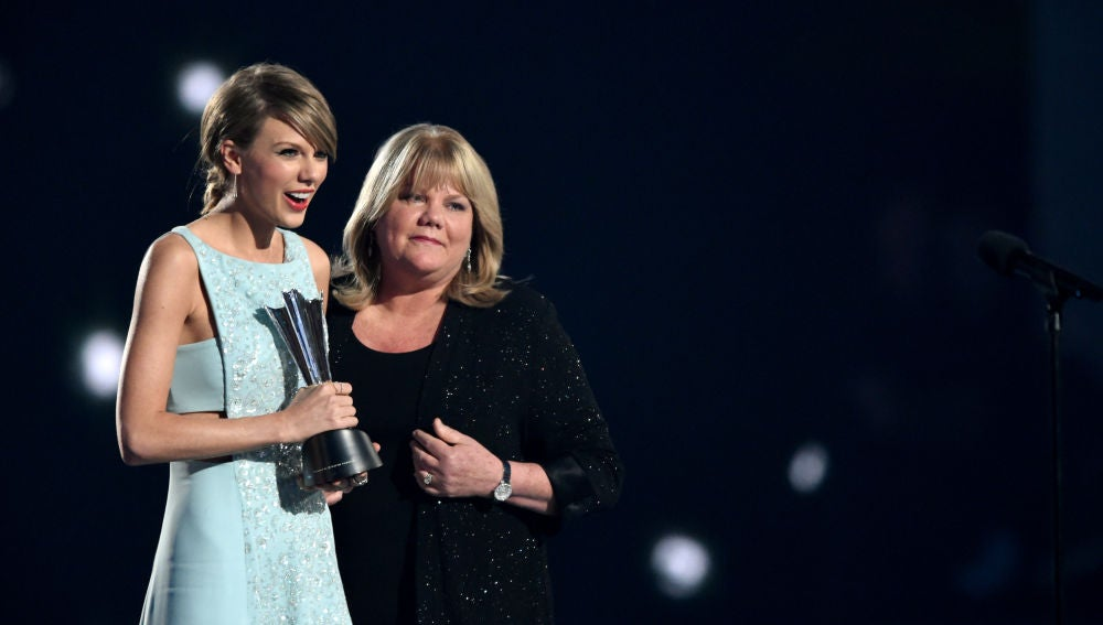 Taylor Swift y su madre donan 50.000 dólares a una madre de 5 hijas tras perder a su marido a causa del coronavirus