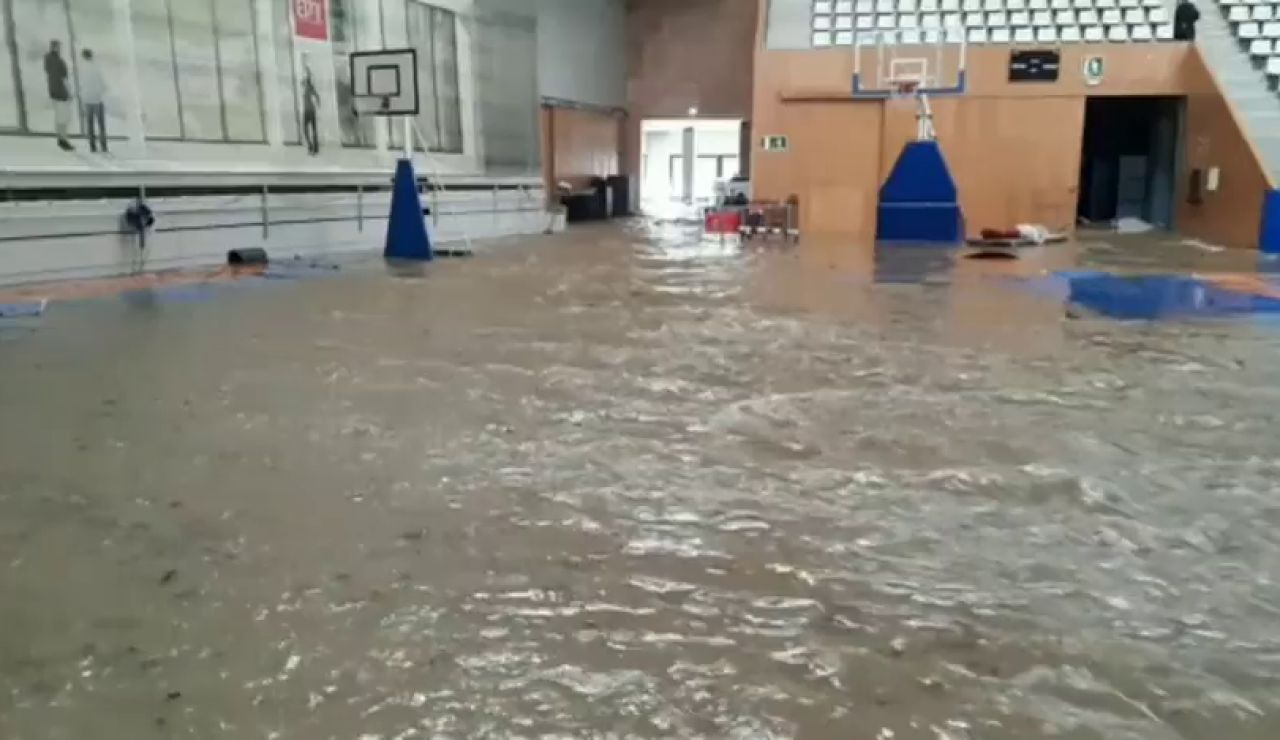 La impresionante inundación de un pabellón deportivo en Girona por la borrasca Gloria