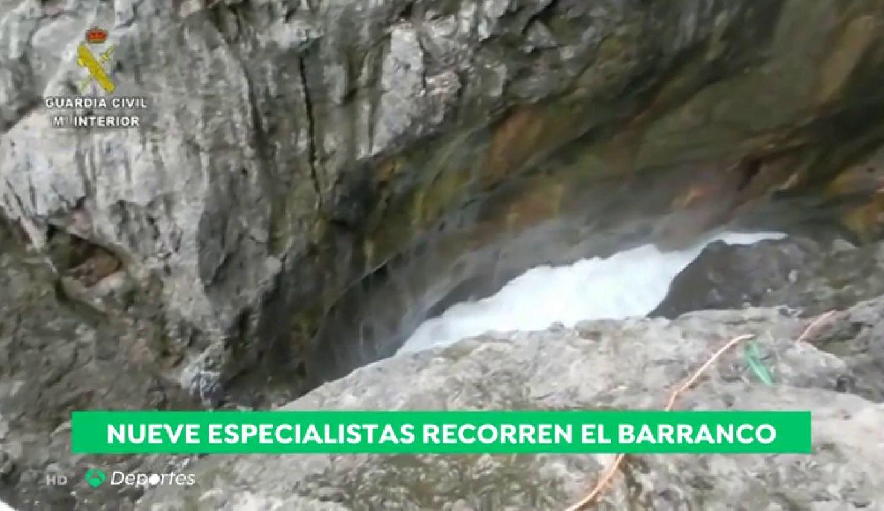 """Peinan el barranco en busca de David Cabrera: """"Solo un experto en barrancos y apnea puede estar aún con vida"""""""