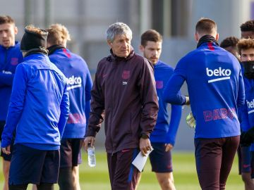 Quique Setién, en un entrenamiento del Barcelona