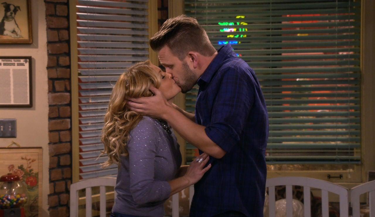 El beso de Matt y DJ